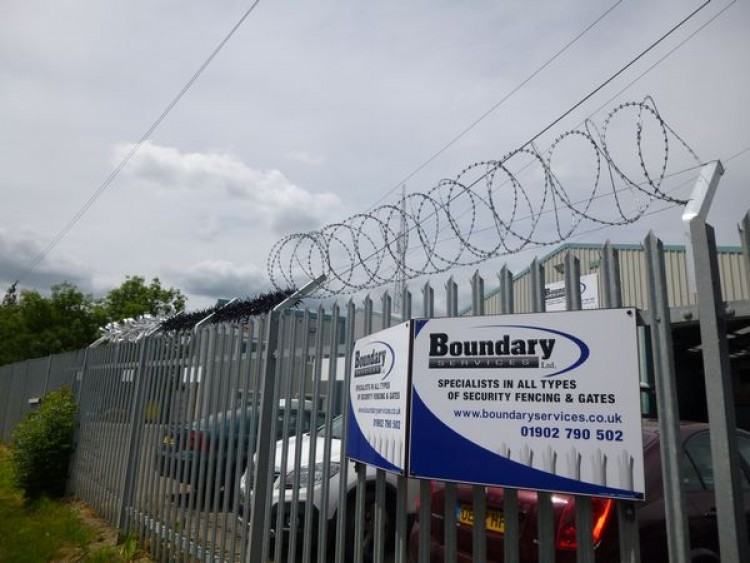 Vandgard Razor Wire Barbed Wire Wall Spikes Anti Climb Security ...